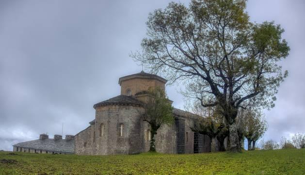 Aspecto parcial del conjunto del santuario de San Miguel de Aralar.