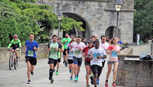 Un grupo de corredores, durante la edición del pasado año de la carrera pamplonesa.