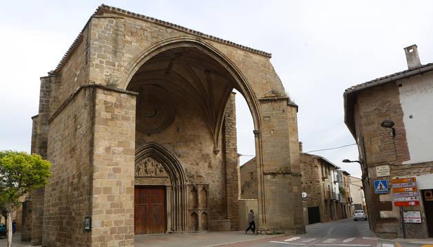 Detalle en primer plano de la iglesia de San Salvador, en el corazón de Sangüesa.