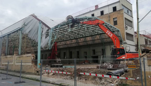 Fotos de los trabajos de demolición del antiguo colegio de Salesianos de Pamplona