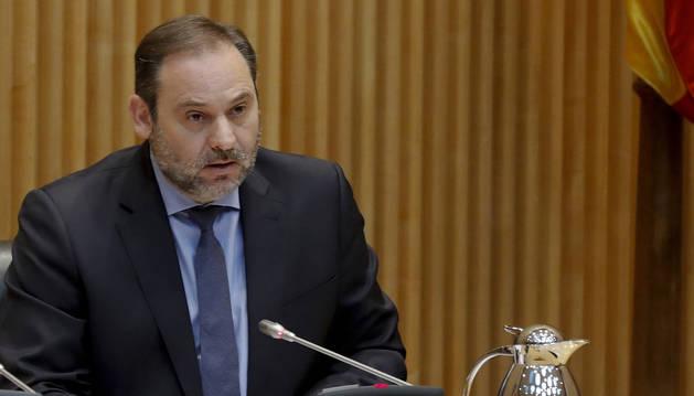 foto de El ministro de Transportes, Movilidad y Agenda Urbana, José Luis Ábalos, ha comparecido este lunes en el Congreso.