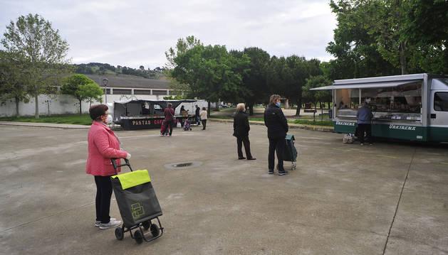 Foto del mercadillo en Peralta del 28 de abril, en la pandemia del coronavirus.