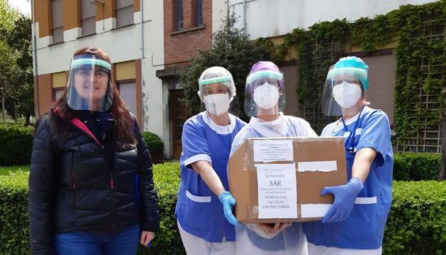 El Sindicato de Técnicos de Enfermería dona pantallas faciales a La Misericordia.