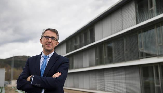 Imagen de archivo de Enrique Ordieres, presidente del Grupo Cinfa, delante de la planta de Olloki.