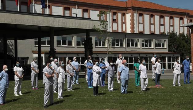 Chivite ha encabezado una concentración que ha tenido lugar ante el Palacio de Navarra, mientras que los sanitarios se han congregado en el exterior del Complejo Hospitalario de Navarra