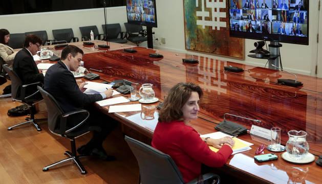 foto de El presidente del Gobierno, Pedro Sánchez, mantiene una videoconferencia con los presidentes autonómicos