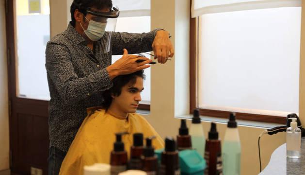 Una peluquería, este lunes por la mañana en Pamplona.