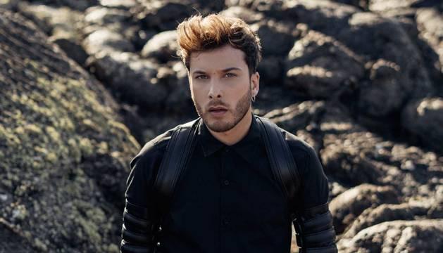 Blas Cantó, en una imagen promocional del videoclip de 'Universo'