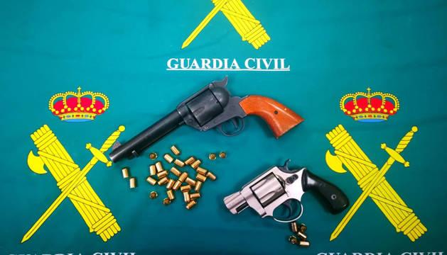 foto de El autor de los disparos se personó voluntariamente en la comisaría e hizo entrega de dos armas de fogueo
