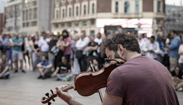 Artistas que actúan en la calle ofrecen ahora su música en un festival online que se ha celebrado dos fines de semana consecutivos.