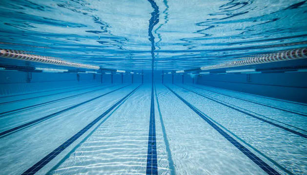 Interior de una piscina.
