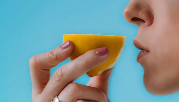 Muchas personas ignoran que la pérdida de olfato suele ser unos de los síntomas iniciales.