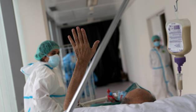 Un enfermo de coronavirus en el hospital Infanta Sofía de Madrid.