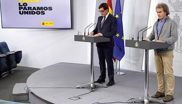 Fernando Simón y Salvador Illa, durante la rueda de prensa telemática de este viernes, 15 de mayo.