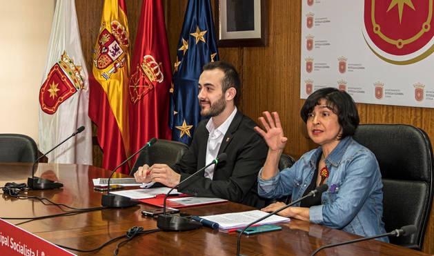foto de La edil Magdalena Hernández junto a su compañero Jorge Crespo.