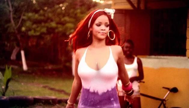 Rihanna, en un fotograma del videoclip de 'Man Down'