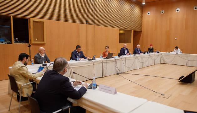 Foto de la reunión de este lunes entre el Gobierno de Navarra, la Delegación del Gobierno y municipios y concejos.