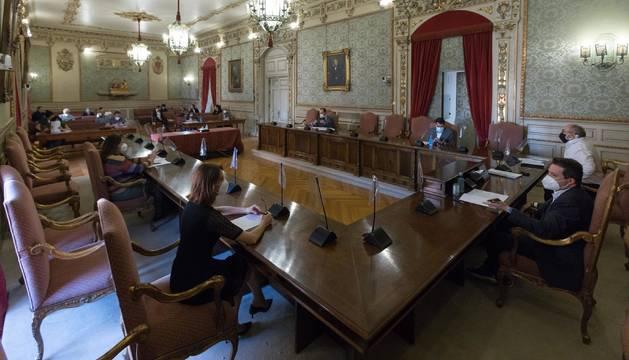 Un momento del pleno que se celebró este martes en el Ayuntamiento de Tudela.