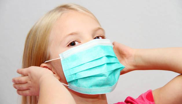 Las mascarillas quirúrgicas deben adaptarse para el uso de menores.