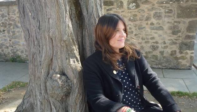 Antes que Lo que dejamos fuera, Regina Salcedo ha publicado los poemarios Icebergs, Protagonistas y Mujer varada .