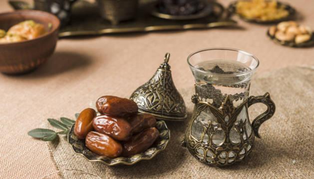 Detalle de alimentos típicos musulmanes