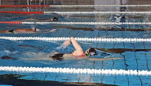Este lunes, 25 de mayo, a las 8 horas, comenzaron los turnos para nadar en la CD Amaya. Cita previa, un deportista por calle y una hora máximo al día, algunas pautas.