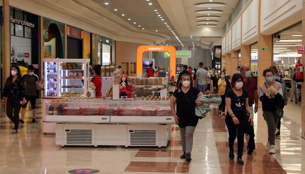 Foto del centro comercial La Morea en la reapertura tras el confinamiento.