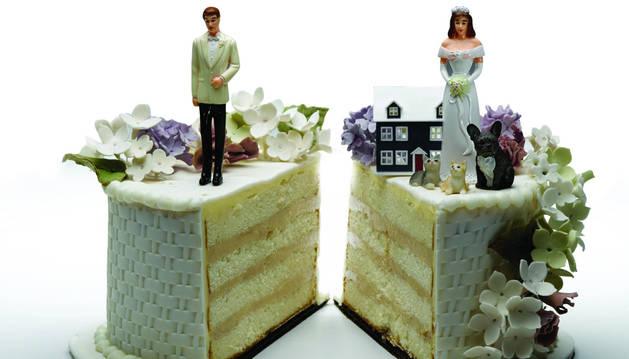 Foto de recurso de una tarta de boda.