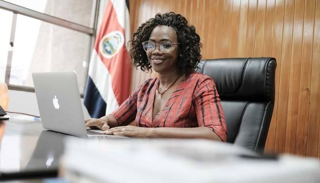 La vicepresidenta de Costa Rica, Epsy Campbell, posa este lunes en una entrevista con Efe en San José (Costa Rica)