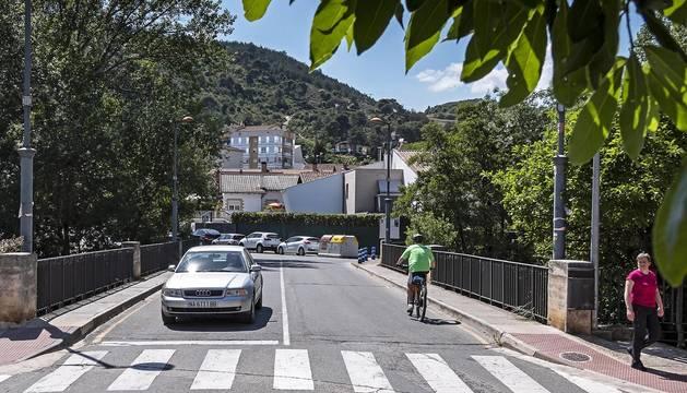 Puente de San Juan sobre el Ega en Estella para el que se plantea un único sentido de circulación, carril bici y acera más ancha.