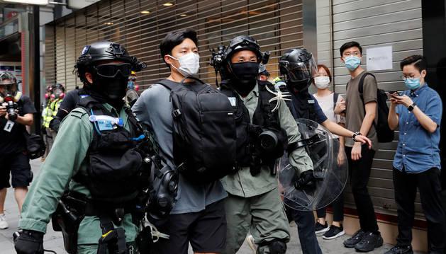 Al menos 15 detenidos en Hong Kong en día en que se debate otra polémica ley