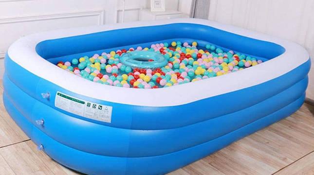 Una piscina hinchable, en una vivienda.