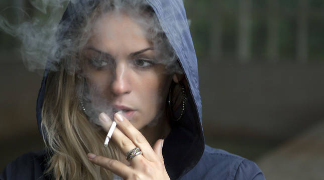 La OMS alerta de que 40 millones de adolescentes entre 13 y 15 años consumen tabaco