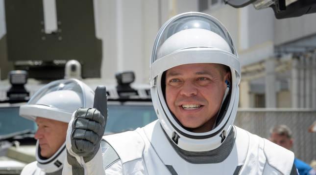 Los astronautas de la NASA Robert Behnken y Douglas Hurley momentos antes de despegar.