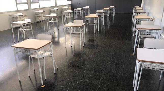 foto de Aula de Miravalles-El Redín preparada con distancia de seguridad para acoger a los alumnos este lunes.