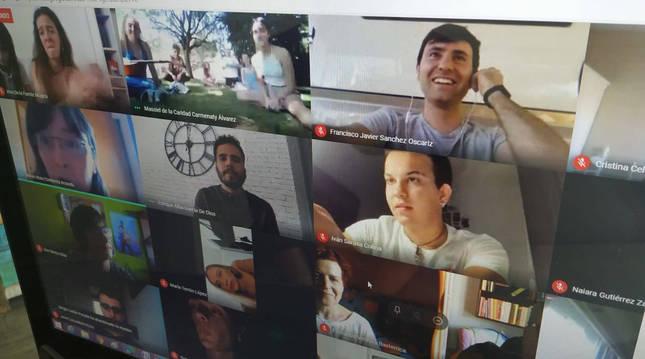foto de Más de 180 alumnos y profesores siguieron la graduación 'online'.