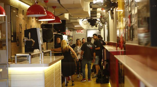 El equipo de 'Pesadilla en la cocina' graba en el interior del restaurante 'Olé' en junio de 2016