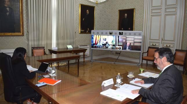 Foto de la reunión de la ministra Carolina Darias con el vicepresidente Javier Remírez.