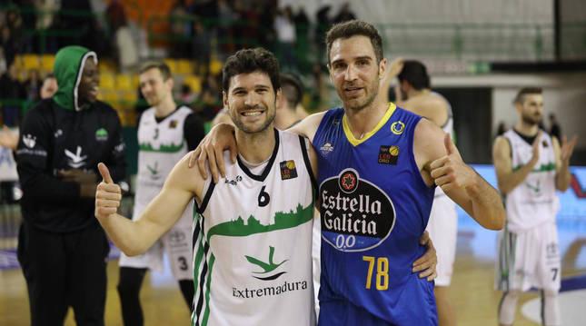 Ricardo Úriz (izda.) disputó el último partido esta temporada ante el Ourense de Txemi Urtasun.