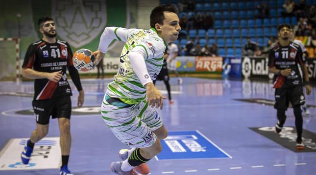 Foto del jugador de Helvetia Anaitasuna Álvaro Gastón en un partido.