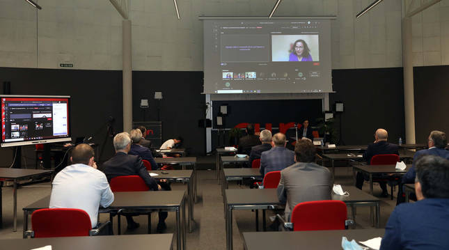 Foto de asistentes al encuentro anual de AIN en formato webinar. Al fondo, Ana Ursúa, directora general.