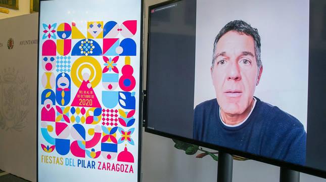 El diseñador navarro Alfredo León Mañú asiste por videollamada a la presentación de su obra