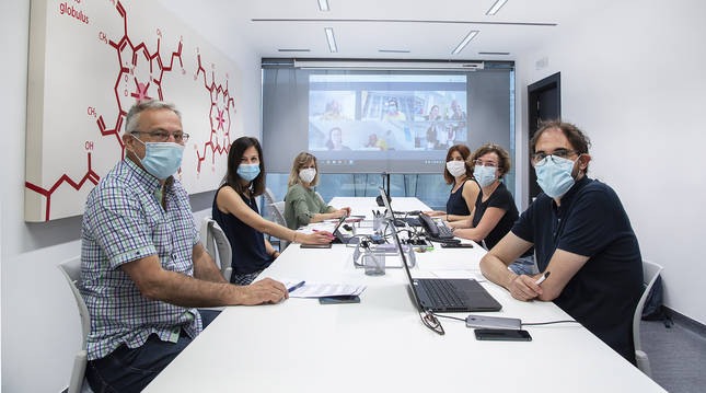 De izda. a dcha. Tomás Belzunegui, Andrea Ucar, Marisol Fragoso, Bidatz Villanueva, Arantxa Ibarrola y Rafael Huarte durante el encuentro de EGALURG.