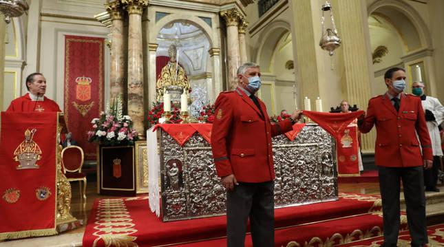 Foto de la misa del sexto peldaño de la escalera de San Fermín.