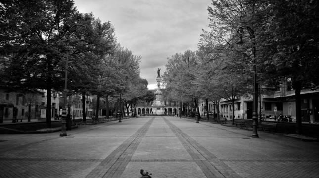 El Paseo de Sarasate, sin actividad, el viernes 24 de abril. Fotografía cedida por Marta Salas.