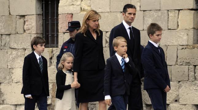 Irene Urdangarin, junto a su familia en el funeral de su abuelo paterno en 2012