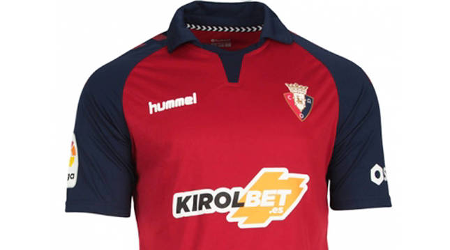 Camiseta del C.A. Osasuna con la publicidad de KirolBet.