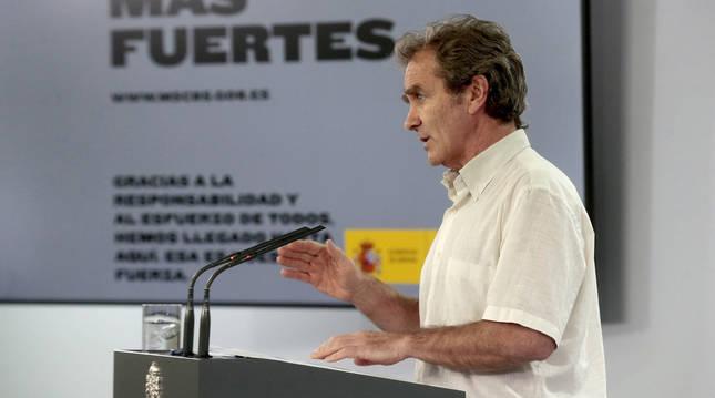 Foto de Fernando Simón, durante la rueda de prensa sobre la gestión de la crisis por el coronavirus, este lunes en Madrid.