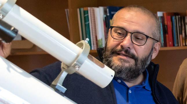 Javier Armentia, coordinador del Planetario de Pamplona.