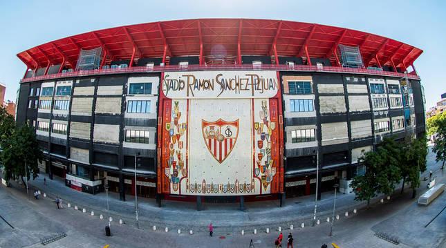 Exterior del estadio Sánchez Pizjuán, donde retomará el pulso tras el coronavirus LaLiga con el Sevilla-Betis.